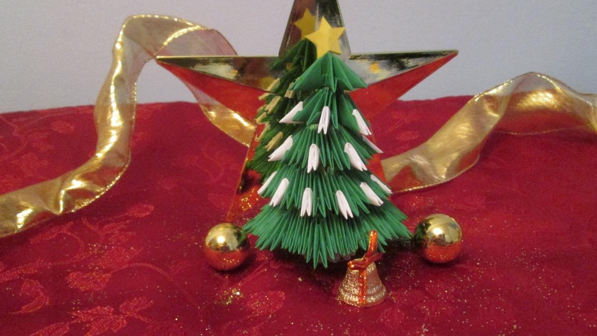 Bradul de Crăciun origami 3D