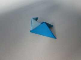 Este foarte important ca o piesă să fie aşezată sub forma unui triunghi dreptunghiular şi una sub forma unui triunghi echilateral!