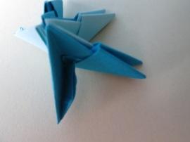 2. Un alt picioruş al unei alte piese aşezate sub forma unui triunghi dreptunghiular va fi introdusă în buzunăraşul liber al piesei aşezate sub forma unui triunghi echilateral.